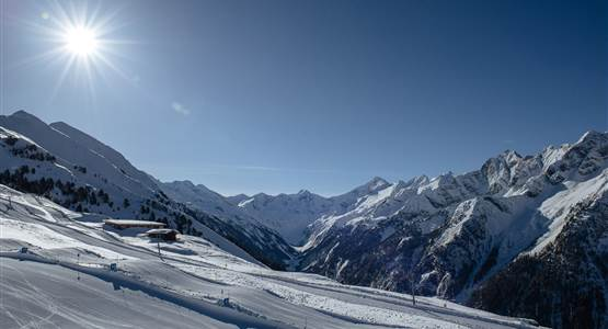 Early-Morning-Skiing-im-Zillertal