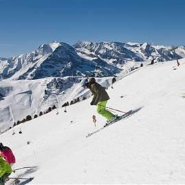 Skifahren-mit-der-ganzen-Familie