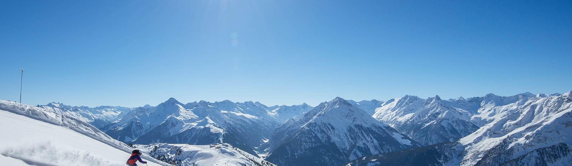 Sonnenskilauf-am-Hintertuxer-Gletscher